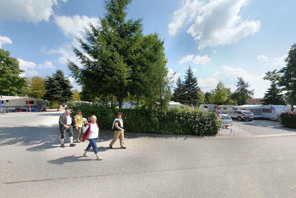 Der virtuelle Rundgang auf dem Kurcamping Arterhof in Bad Birnbach zeigt die großzügigen Stellplätze