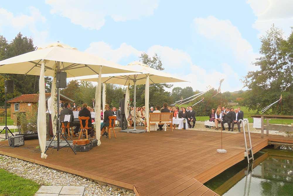 Romantische Hochzeit im Freien im Innatura auf dem Arterhof