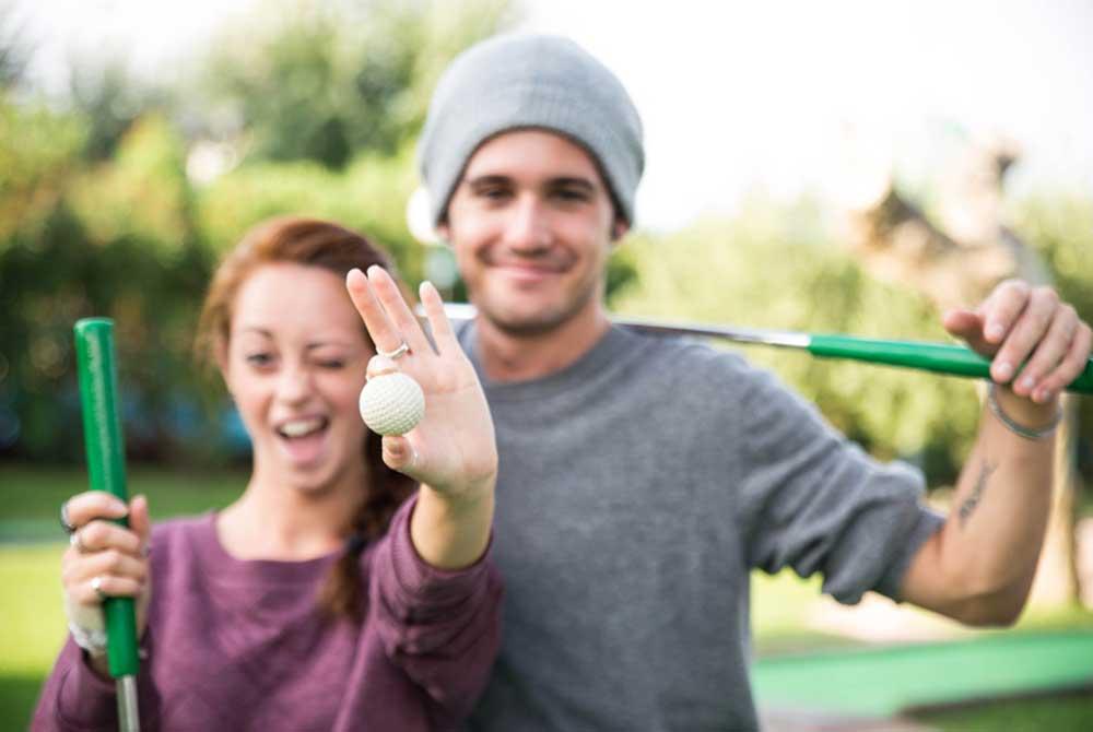 Im nahe gelegenen Freizeitzentrum kann man Minigolf spielen.