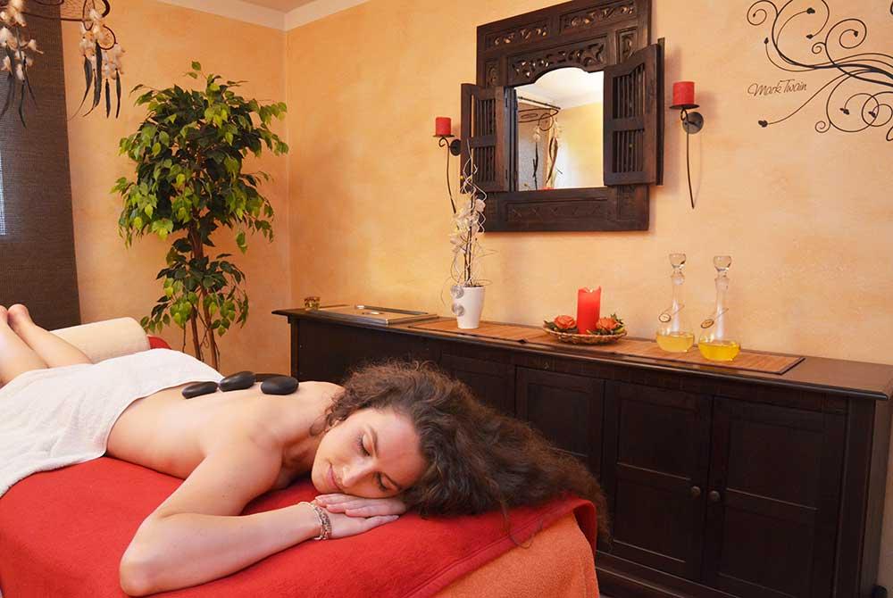 LaStone-Massage in der Vitalwelt am Arterhof