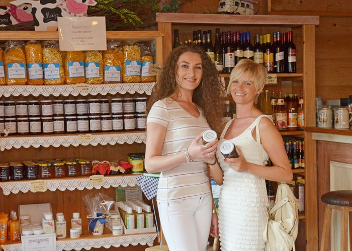 Im Hofladen am Arterhof gibt es selbstgemachte Marmeladen und vieles mehr.
