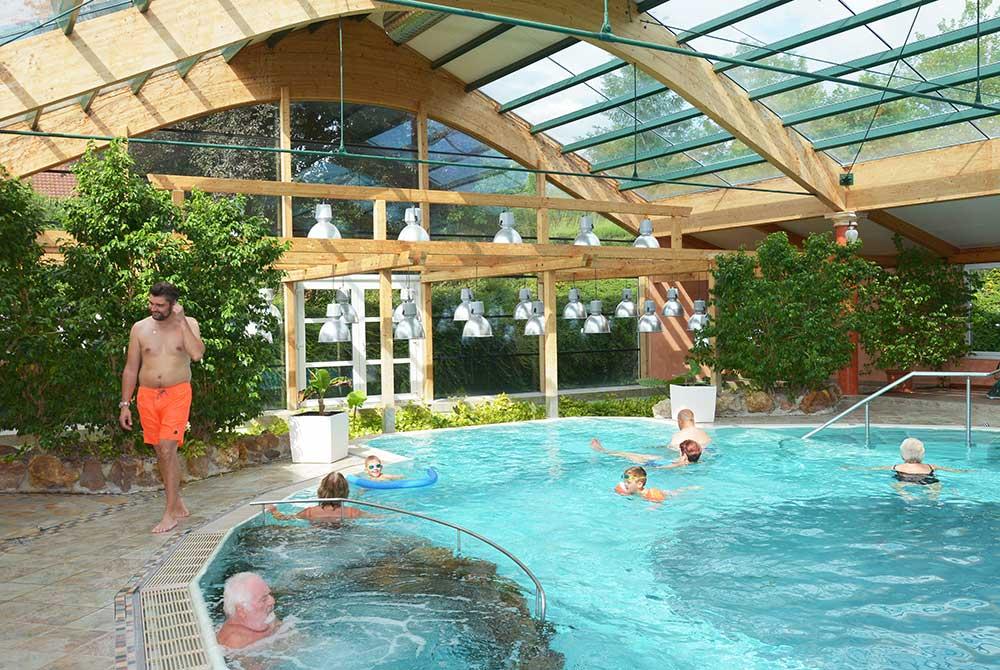 Das Hallenbad auf dem Campingplatz Arterhof